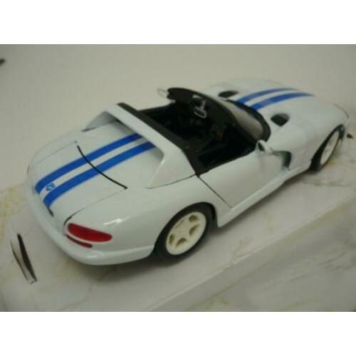 Maisto Dodge Viper RT/10 1996 Cabriolet wit 1/24 incl. doos